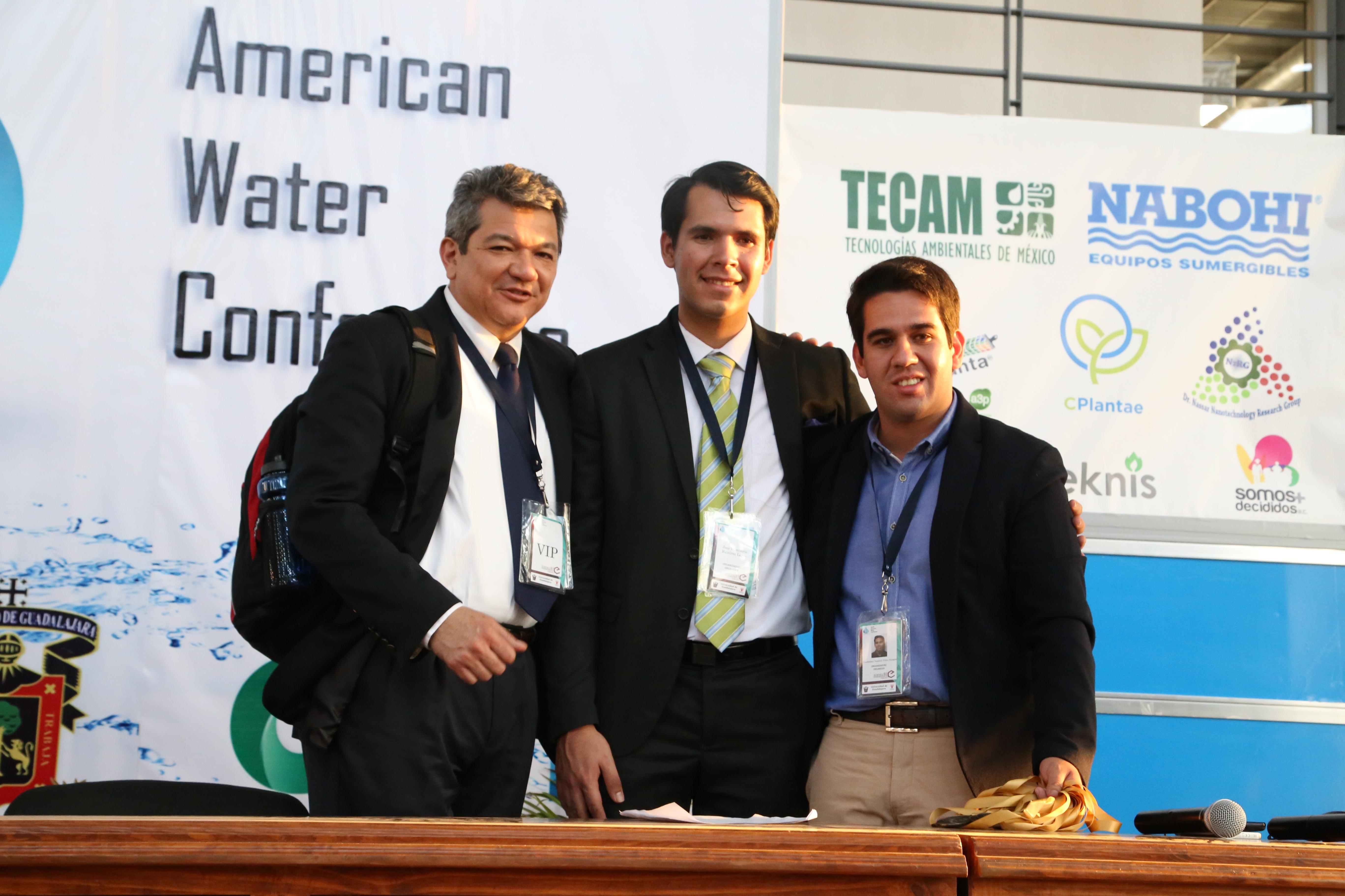 Dr. Erick Bandala con organizadores del North American Water Conference 2017