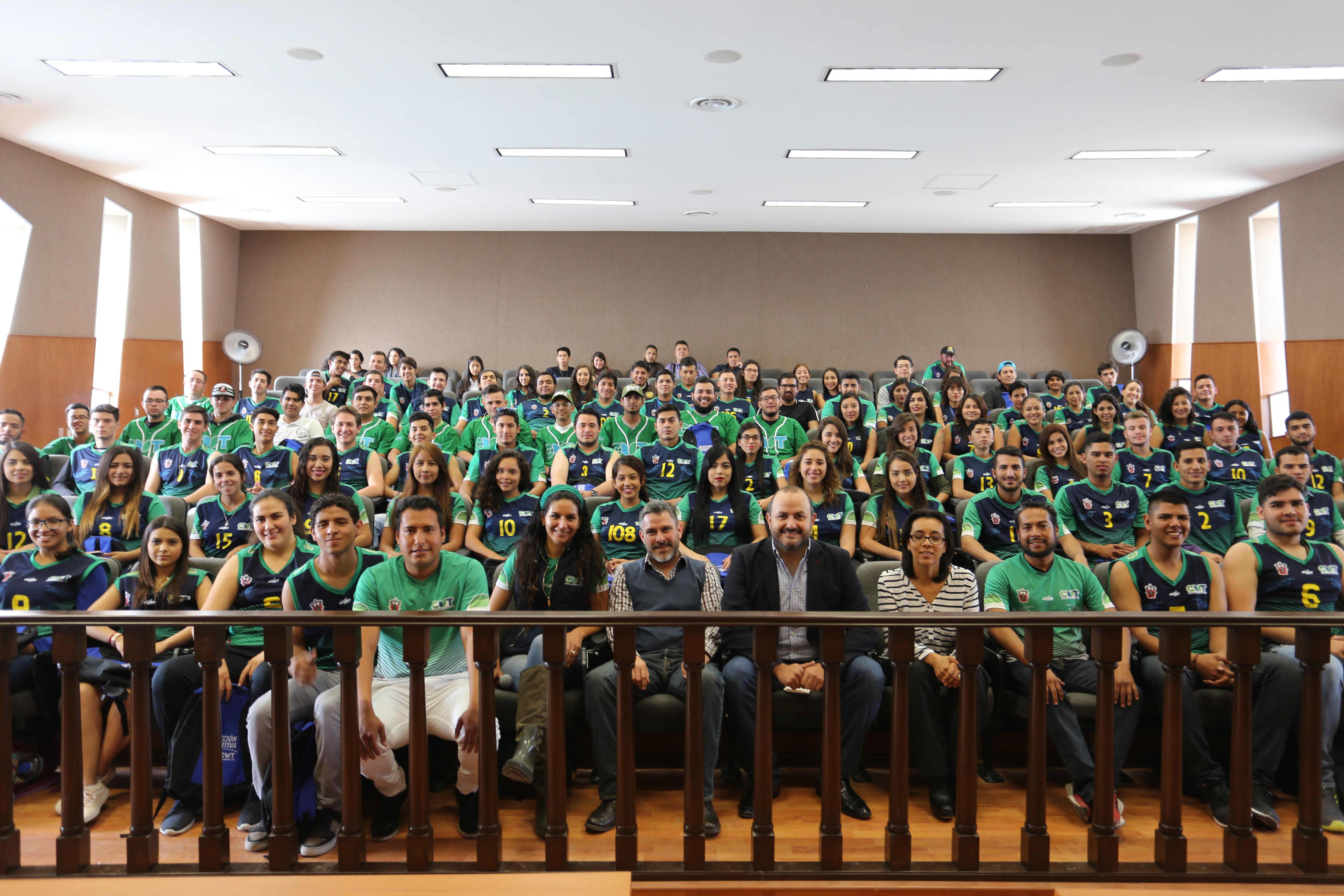 foto grupal de los deportistas del centro universitario de tonalá