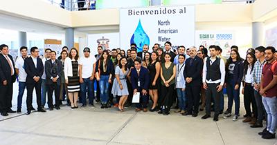 Grupo de asistentes junto al logo del North American Water Conference 2017