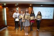 Egresados de Cutonala ganan presea Irene Robledo