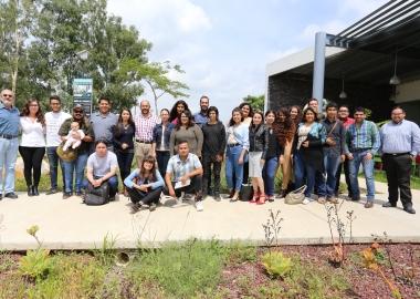Foto general con los egresados de Estudios Liberales